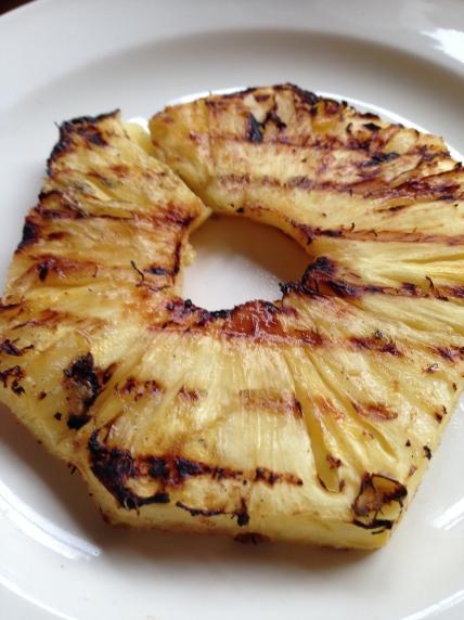 gegrilde ananas op de BBQ