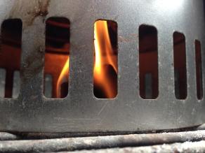 Er zijn genoeg luchtgaten voorzien om het vuur aan te wakkeren