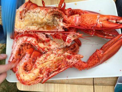 Wrijf de het vlees regelmatig in met de marinade