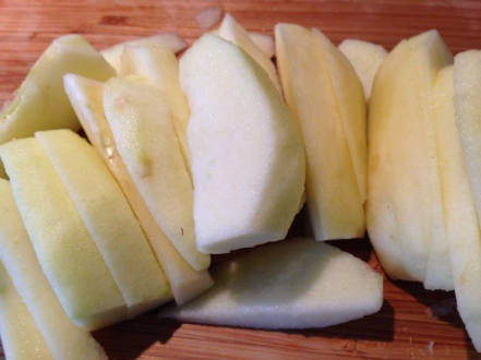 Snijd de appel in plakjes