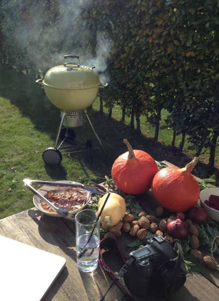 Rook de pompoen met appelhout of salie