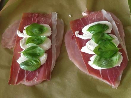 Vul met rauwe ham, mozarella en basicilum