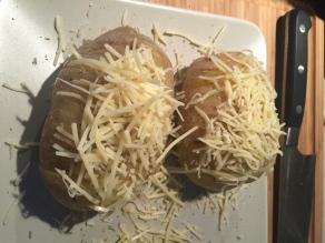 Werk af met kaas.