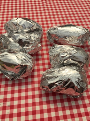 Potatobomb In aluminiumfolie wikkelen en bakken
