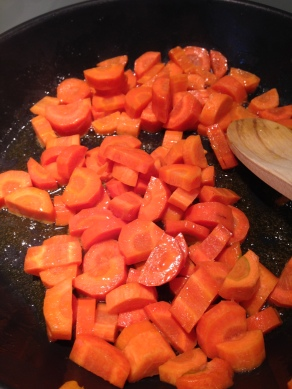 groententaart, stoof de wortelen aan
