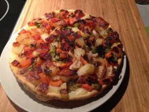 groententaart, draai de taartenvorm om op een bord