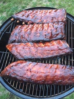 Wrijf in met barbecuesaus en leg nog 10 min op de BBQ